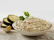 Рецепта Млечен патладжанов дип (разядка, топеница) с ядки кашу